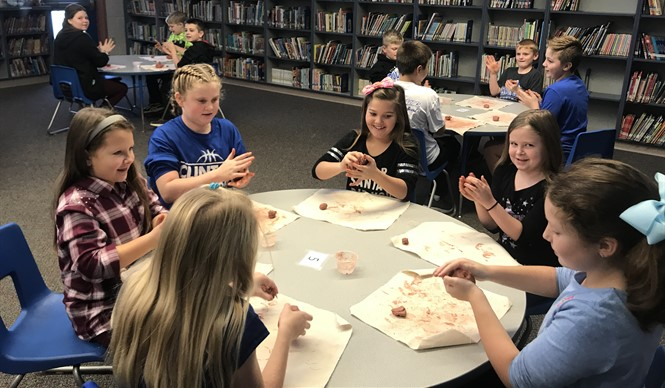 Students make pinch pots during a History smArts outreach program with the Kentucky Historical Society.